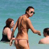 Irina shayk presume de cuerpazo en las playas de Miami