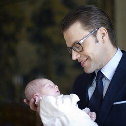Primera fotografía oficial de Daniel de Suecia con la Princesa Estela