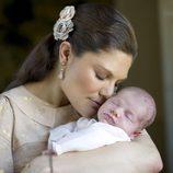 Primera fotografía oficial de Victoria de Suecia con la Princesa Estela