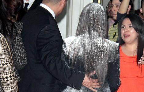 Kim Kardashian, atacada con una bolsa de harina
