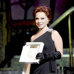 Paloma San Basilio recoge su galardón en los Premios Shangay 2012