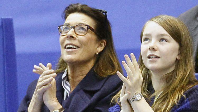 Carolina de Mónaco y Alexandra de Hannover en un espectáculo en Niza
