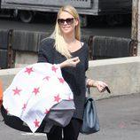 Charlize Theron pasea con su hijo Jackson por Los Ángeles