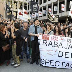 Willy Toledo, Carlos Bardem y Aitana Sánchez-Gijón se manifiestan durante la huelga general