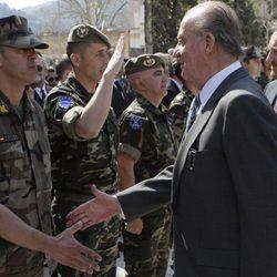 El Rey Don Juan Carlos saluda a las tropas españolas en Mostar