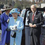 Isabel II y el Duque de Edimburgo en una visita con motivo del Jubileo de Diamante