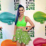 Katy Perry posa sonriente en la alfombra de los Kids Awards