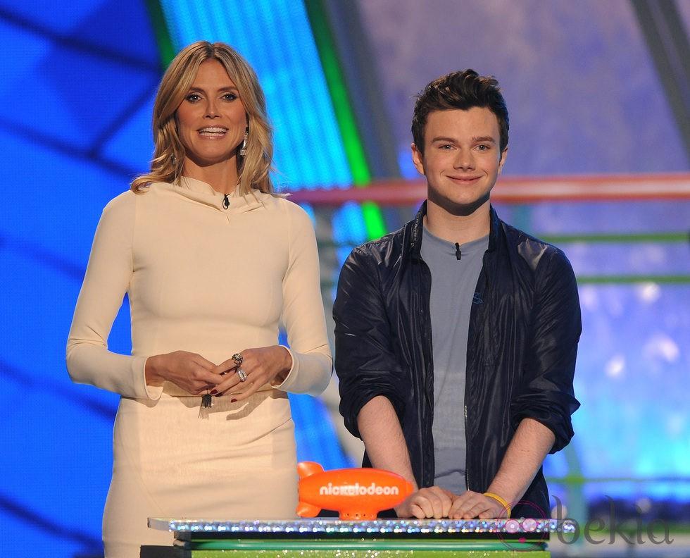 Heidi Klum y Chris Colfer en la gala de los Kids Awards