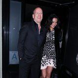 Bruce Willis acompañado de su mujer Emma Heming en West Hollywood