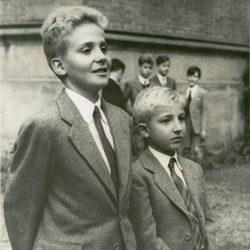 El Rey Juan Carlos y el Infante Alfonso en 1951