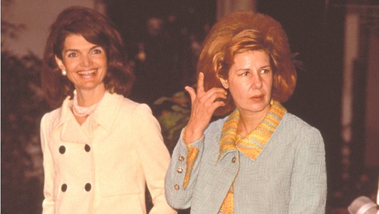 Jackie Kennedy y la Duquesa de Alba en el Palacio de Dueñas