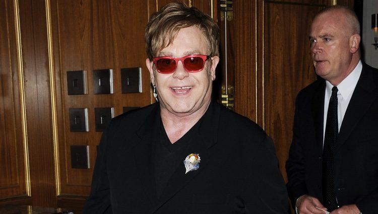 Elton John en los premios Revlon solidarios