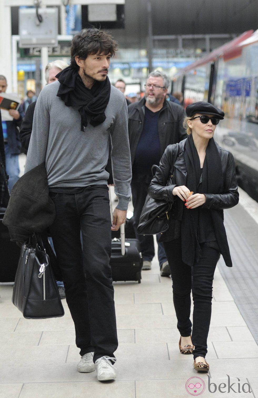 Andrés Velencoso y Kylie Minogue en Inglaterra