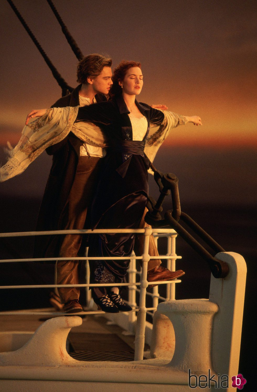 Kate Winslet y Leonardo Dicaprio en la imagen más recordada de 'Titanic'