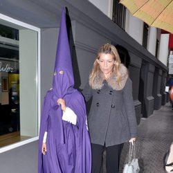 Patricia Rato y su hijo en la Semana Santa de Sevilla