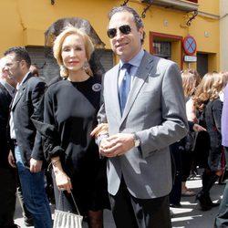Carmen Lomana y Ángel Casaña en la Semana Santa de Sevilla