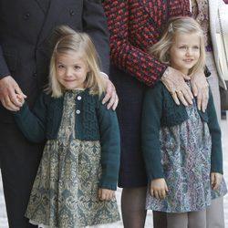Las Infantas Leonor y Sofía en la Misa de Pascua en Mallorca