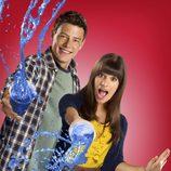 Lea Michele y Cory Monteith en una imagen promocional de 'Glee'