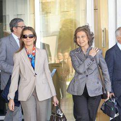 La Infanta Elena y la Reina Sofía tras visitar a Froilán en la clínica