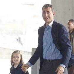 El Príncipe Felipe y la Infanta Leonor visitan a Froilán en el hospital