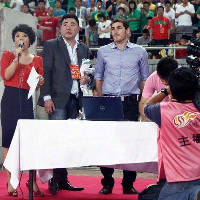 Iker Casillas en un partido de fútbol de la liga china
