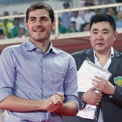 Iker Casillas sonriente en China