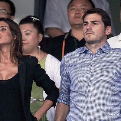 Sara Carbonero e Iker Casillas en un partido de fútbol en China