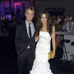 Tom Felton y su novia en la fiesta posterior al estreno de Harry Potter en Londres