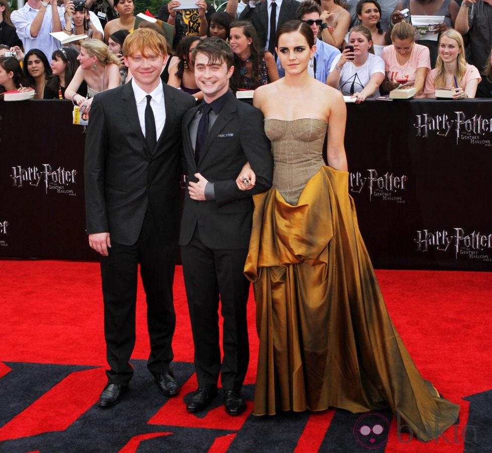 Los protagonistas de 'Harry Potter y las reliquias de la muerte: Parte 2' cruzan la alfombra roja