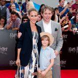 Sarah Jessica Parker y Matthew Broderick con su hijo en la premiére de Harry Potter