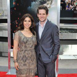 America Ferrera y su marido en la premiére de 'Harry Potter y las reliquias de la muerte: Parte 2'