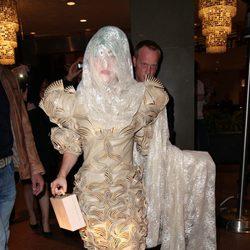 Lady Gaga con un particular burka en Sidney