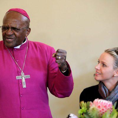 Charlene Wittstock se reúne con el arzobispo Desmond Tutu en Sudáfrica