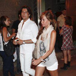 Lara Dibildos y su hijo en el concierto de Black Eyed Peas en Madrid