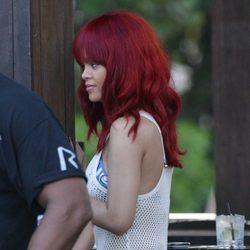 Rihanna en bikini y con un vestido de redecilla
