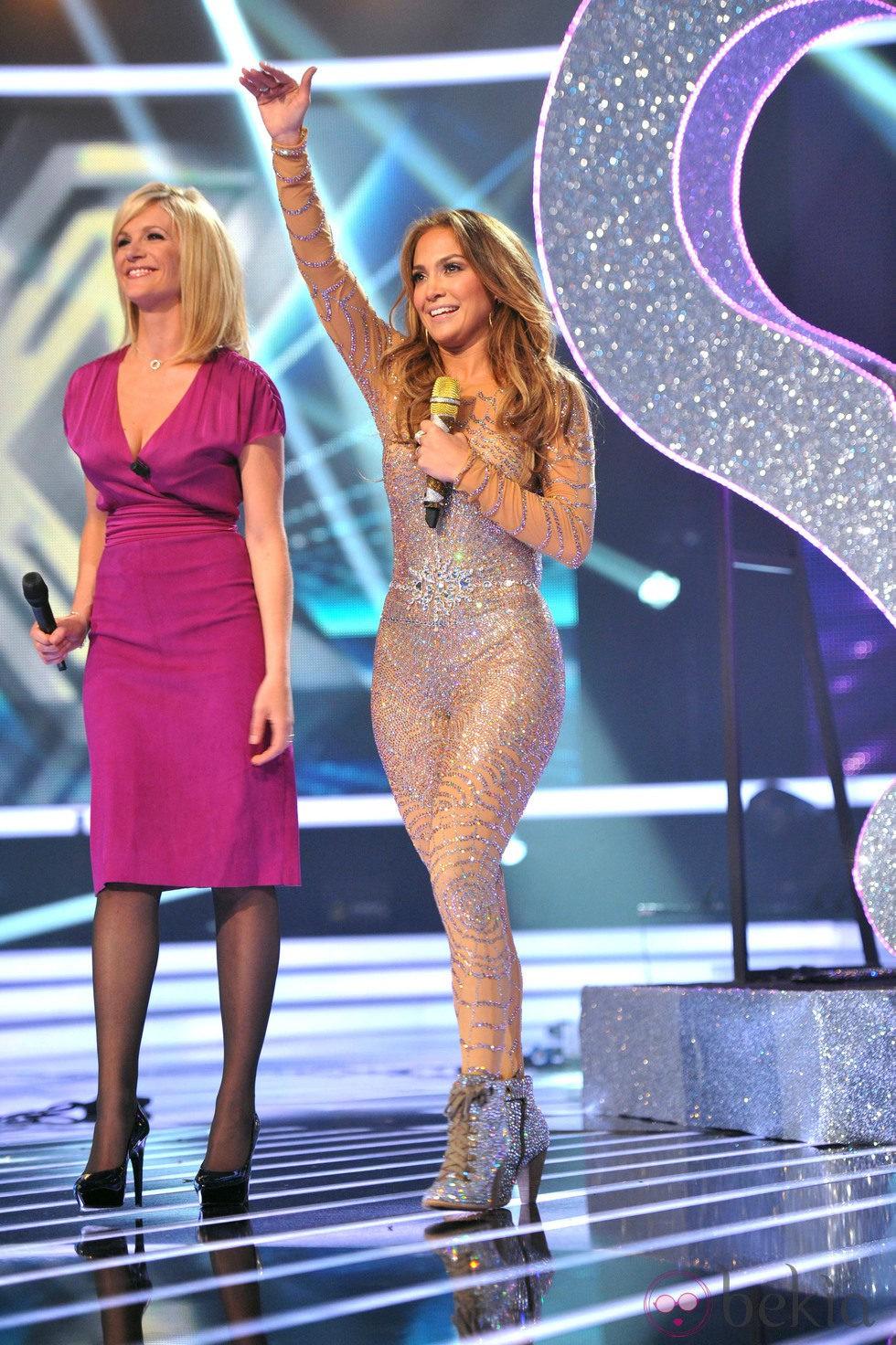 Jennifer Lopez con un ajustadisimo mono joya