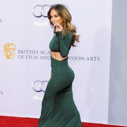 Jennifer Lopez presume de culo con este ajustadísimo diseño de Emilio Pucci