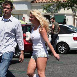 Britney Spears presume de celulitis con un ridículo look