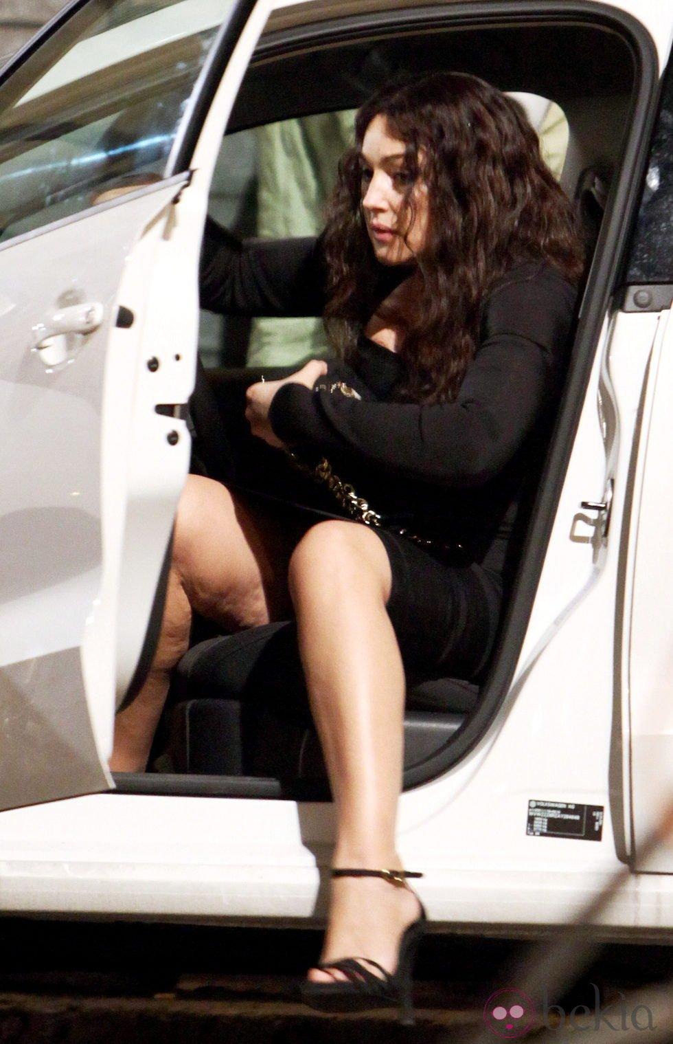 Mónica Bellucci muestra su celulitis al salir del coche ... Monica Bellucci 2018
