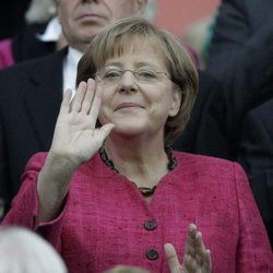 La Canciller Angela Merkel saluda en la final del Mundial de Fútbol Femenino 2011