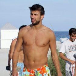 Gerard Piqué luce su torso desnudo en Miami