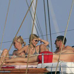 La Duquesa de Montoro de divierte junto a su amigo en Ibiza