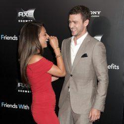 Mila Kunis y Justin Timberlake ríen divertidos en la premiere de 'Friends with benefits' en Nueva York