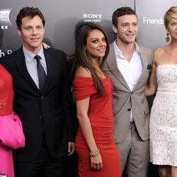 Emma Stone, Will Gluck, Mila Kunis, Justin Timberlake y Jenna Elfman en Nueva York