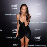 Irina Shayk lanza un beso en la premiere de 'Friends with benefits' en Nueva York