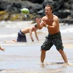 Joey Lawrence juega con su hija mayor en Hawai