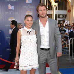 Elsa Pataky y Chris Hemsworth en la premiere de 'Capitán América' en Los Angeles