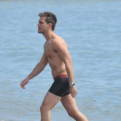 Marc Clotet con el torso desnudo en Málaga