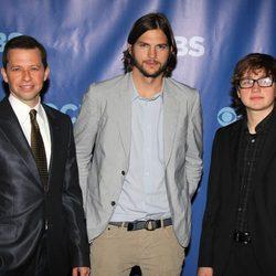 Jon Cryer, Ashton Kutcher y Angus T. Jones, protagonistas de 'Dos hombres y medio'