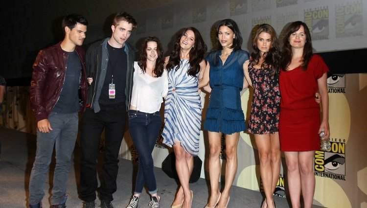 Taylor Lautner, Robert Pattinson, Kristen Stewart, Ashley Greene, Julia Jones, Nikki Reed y Elizabeth Reaser
